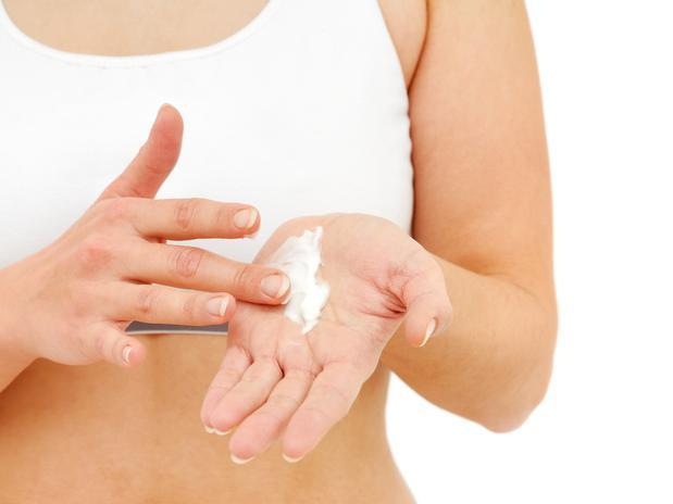 How To Moisturize Skin Naturally At Home In Winter